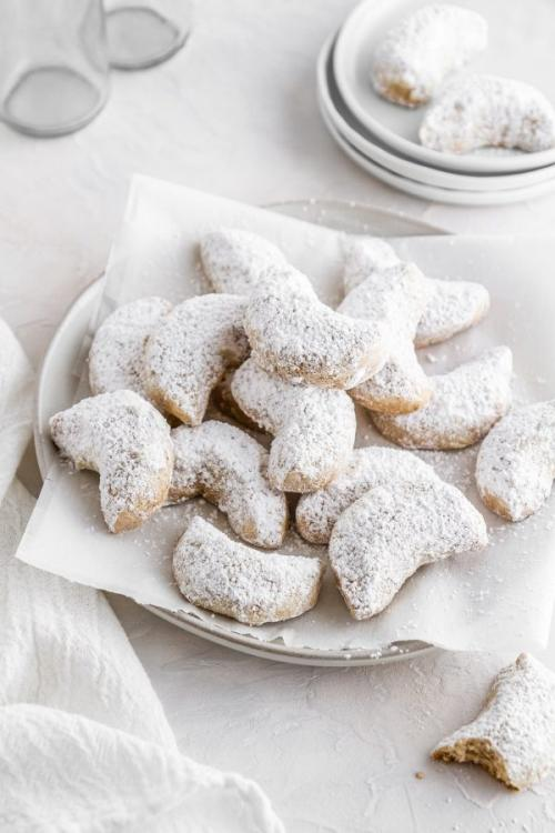 chai-spiced crescent cookies