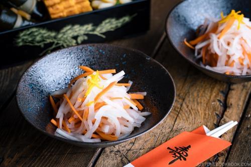 Namasu (Daikon and Carrot Salad) 紅白なます