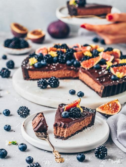 Chocolate Mousse Pie | easy, vegan no bake Tart